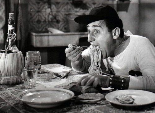 https://duespaghetti.files.wordpress.com/2012/02/alberto-sordi-spaghetti.jpg