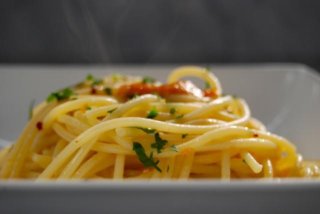aglio, olio e peperoncino con ricci di mare
