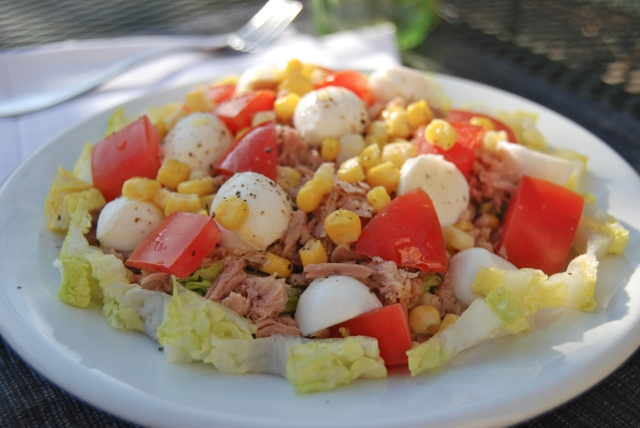 Insalata mozzarella, tonno e pomodoro